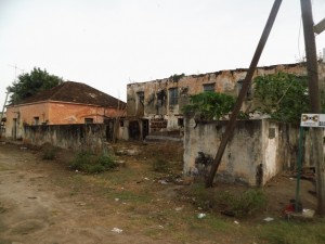 Ce bâtiment servait à parquer les esclaves avant de les répartir selon leur ethnie